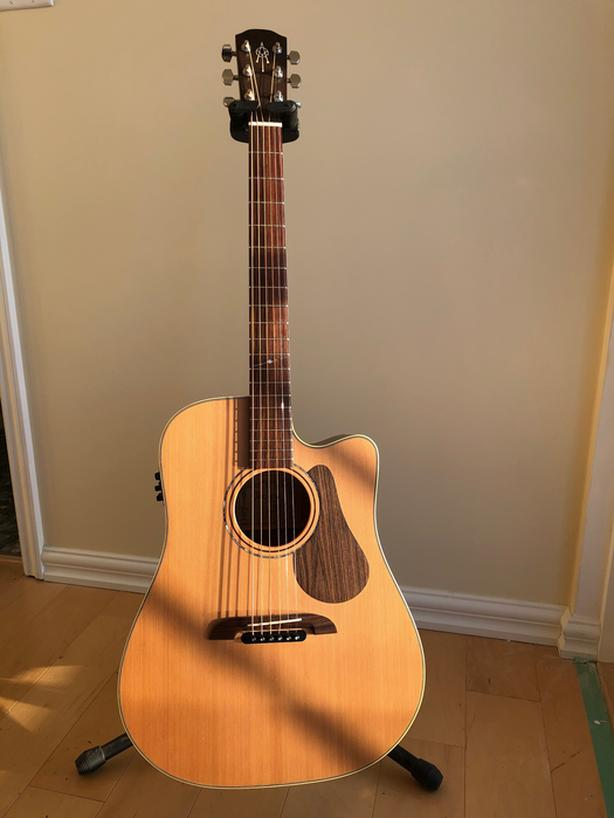 REDUCED 15% Alvarez Yairi DY65CE  - Mint