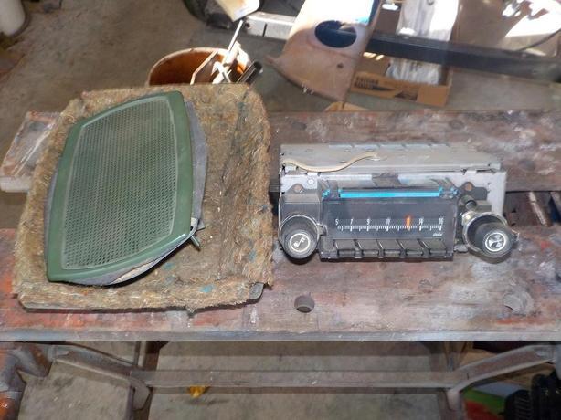 Chevelle AM radio and rear speaker