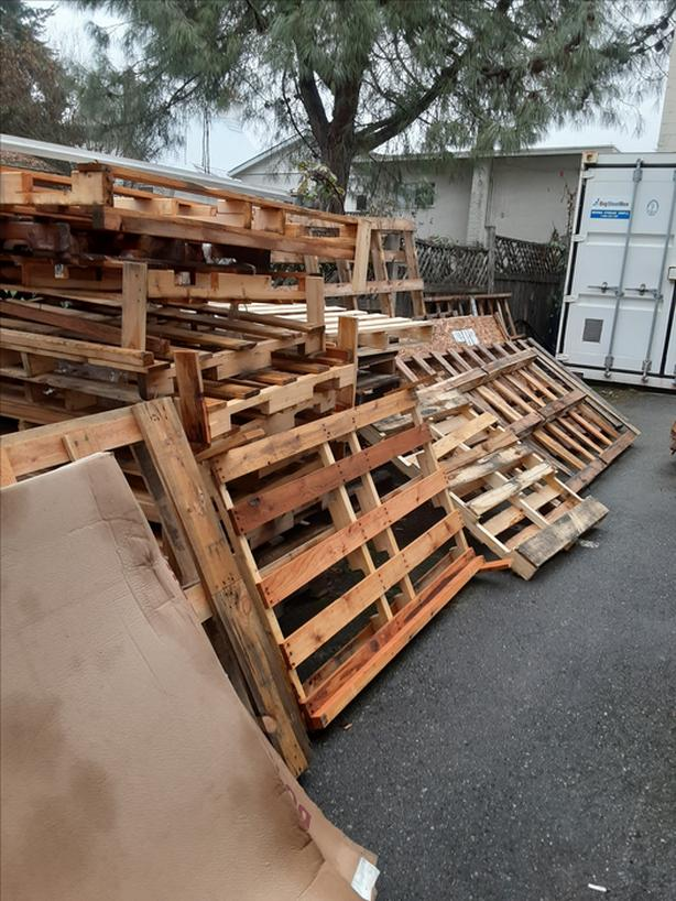 FREE: Shipping Pallets