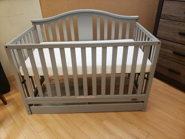 Graco Crib with mattress - clearance priced