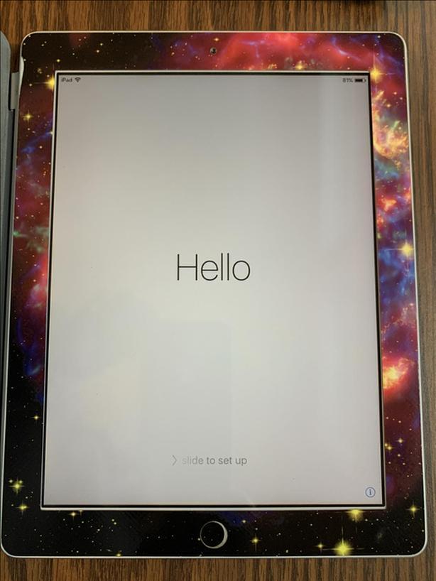 Apple iPad 2 Wi-Fi 16 GB with smart cover
