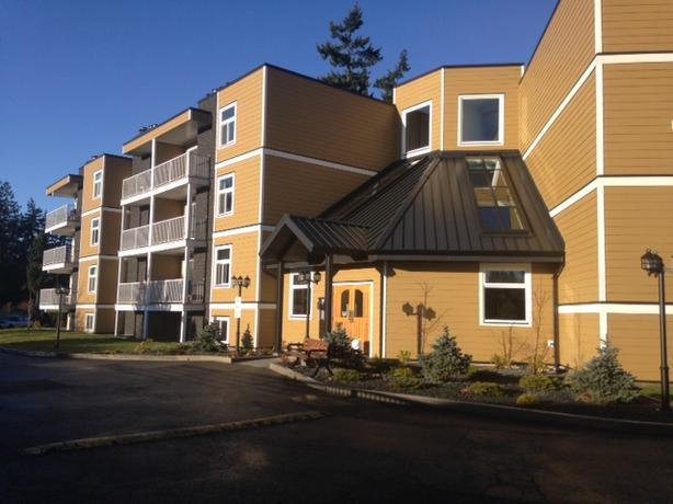 ROSS ROAD: 2 bedroom, 1.5 bathroom top floor condo.