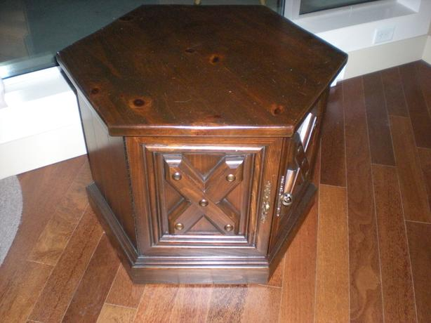 End (side) table