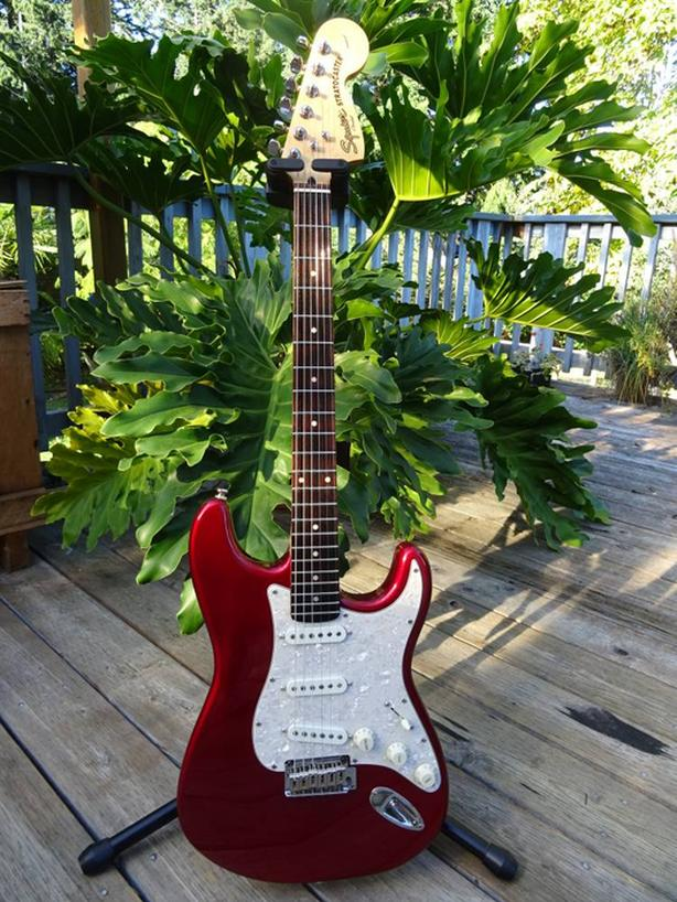 Squier by Fender Stratocaster Standard