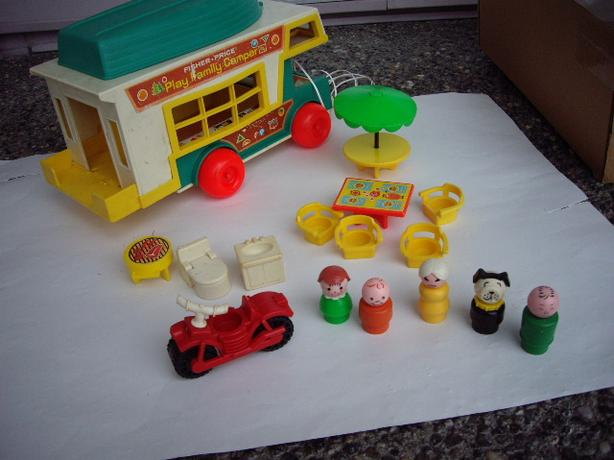 FISHER PRICE VINTAGE CAMPER + ACCES