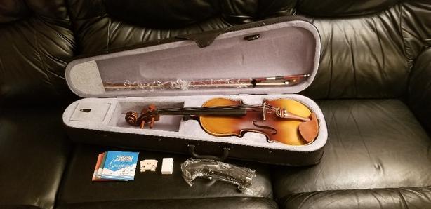 New 4/4 Violin w/accessories!