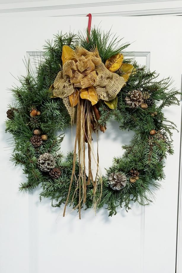 Christmas Wreath Fresh Pine 22 inches Hand Crafted