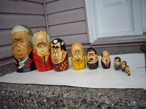 WOODEN NESTING DOLLS 10 IN A SET