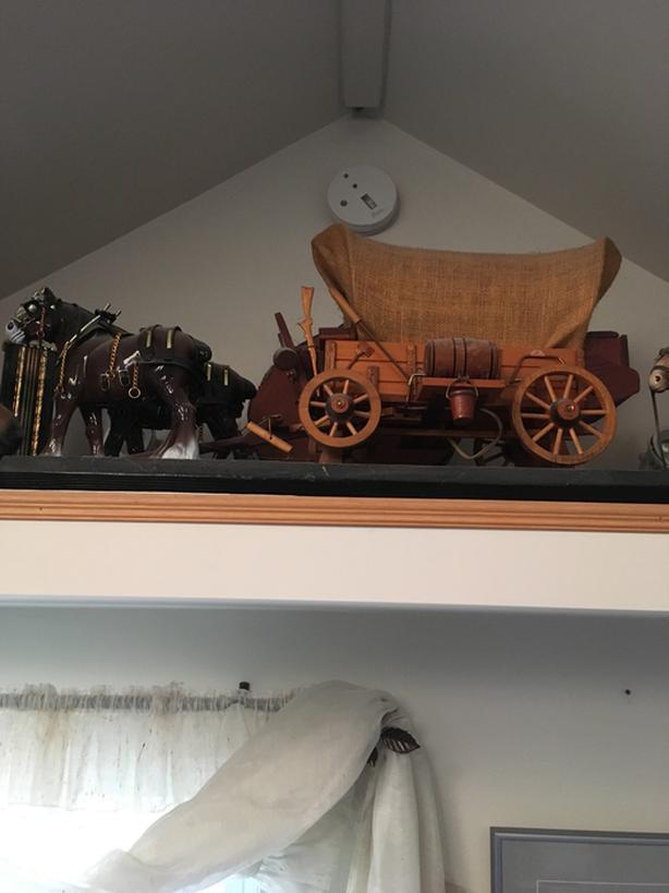 Wagon lamp and horses