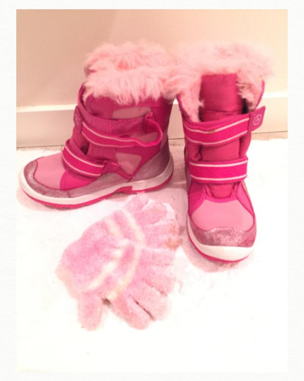 Airwalk Snow Boots, Size 3, Includes little pink gloves
