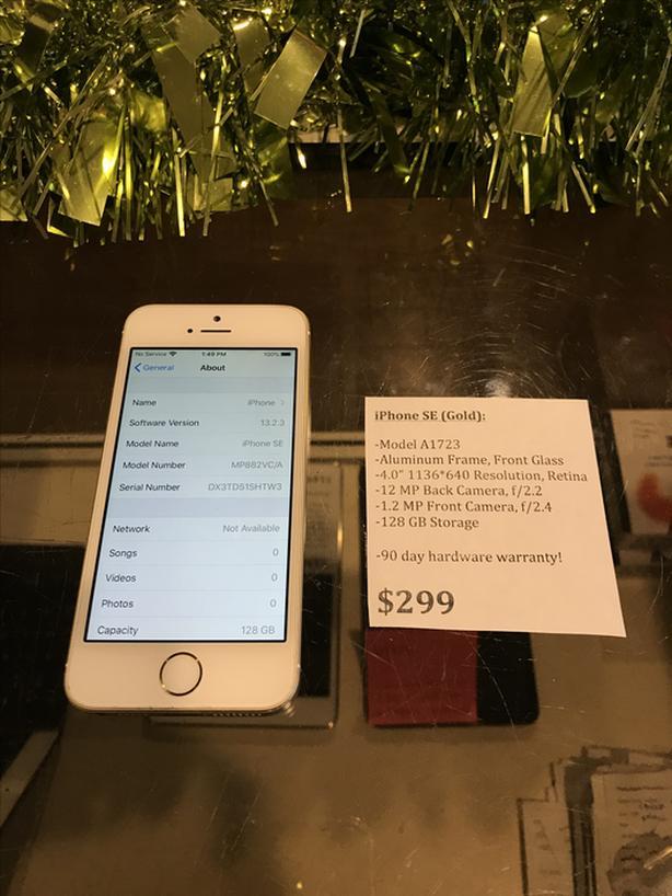 UNLOCKED iPhone SE Gold 128 GB w/ Warranty!