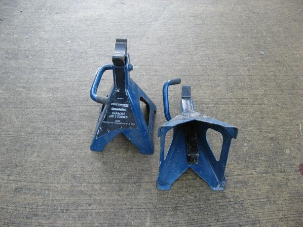 2 Ton Car Jack Stands lift range in photo