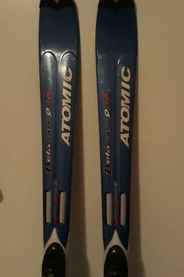 Used Atomic Beta Carv 9.18 skis with bindings