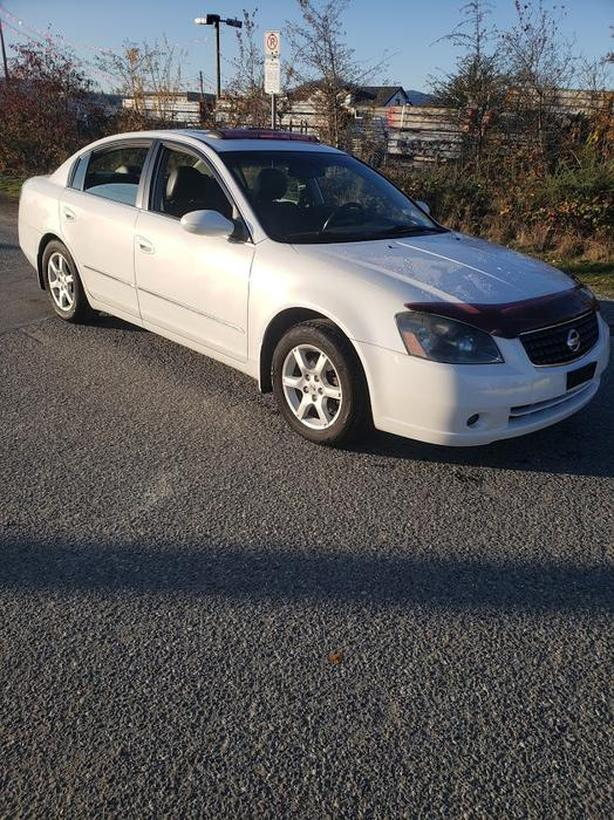 2005 NISSAN ALTIMA 4 CYL. AUTO-LEATHER-SUNROOF-EXCELLENT CONDITION-LOW KM