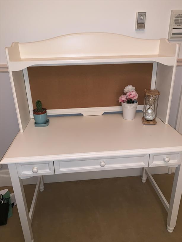 400 white cafe kid desk with matching chair