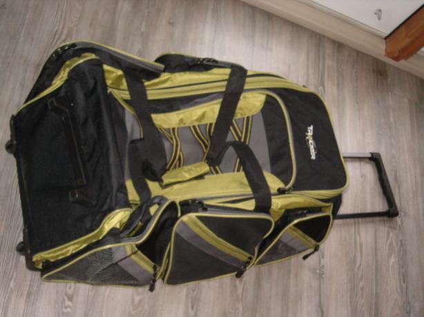 duffel bag  sport  tracker luggage .