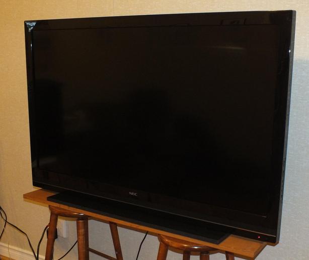 """NEC E551 55"""" TV & Roku Stick"""