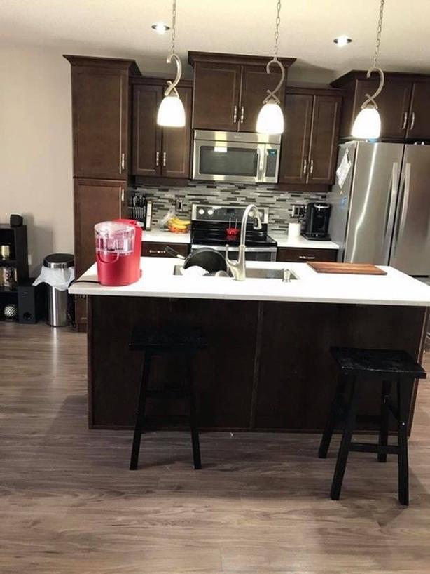 House Share (1300sqft 1 big room + 1 private bath + 1 basement) + garage option