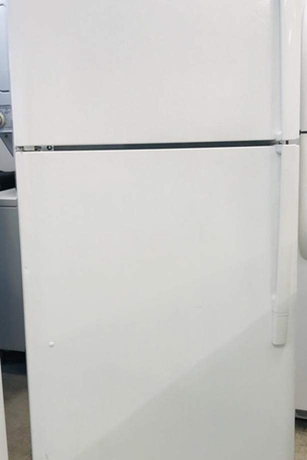 Newer LG Top Freezer Fridge