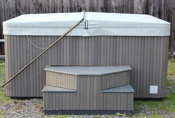 2006 Beachcomber 538 Hot Tub w/New Cover