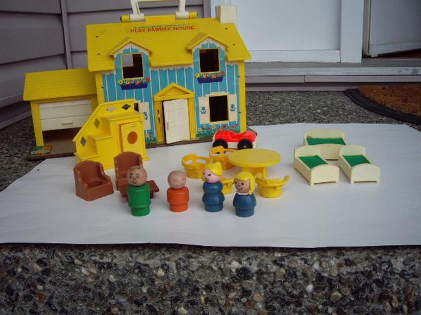 FISHER PRICE VINTAGE DOLL HOUSE, ACCES