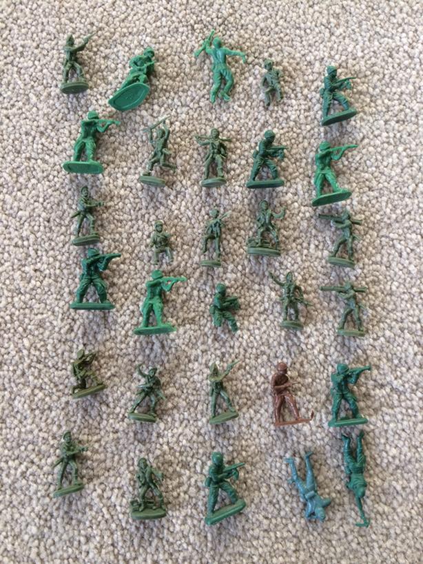 30 mini plastic army men