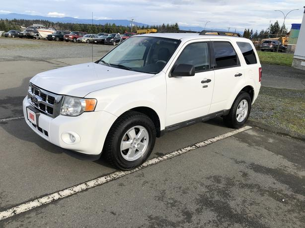 2010 Ford Escape XLT, 4WD, Oxford White, Only 99,212 Kms