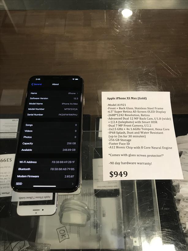 UNLOCKED iPhone XS Max Gold 256 GB w/ Warranty!