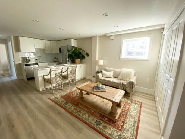 Large Kitsilano 2 bedroom garden suite close to beach