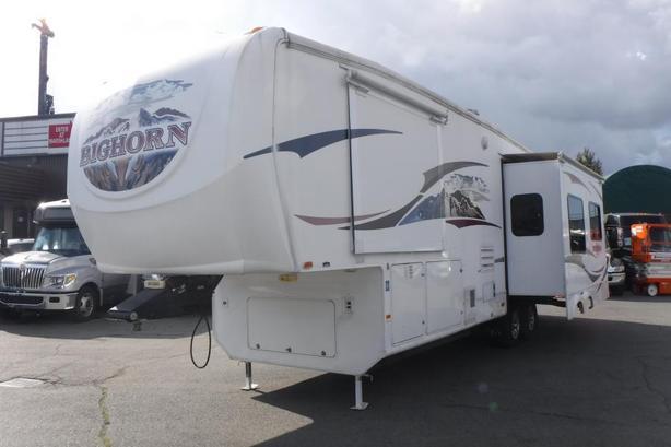2008 Heartland Bighorn 3055RL 5th Wheel Travel Trailer with 3 Slideouts