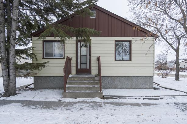 Solid Bungalow in Mission Gardens - Jennifer Queen
