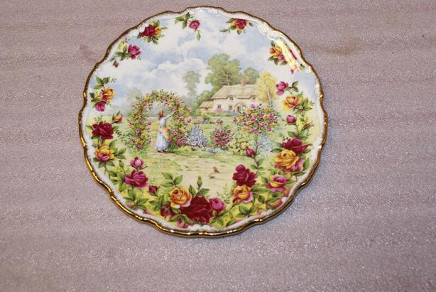 Royal Albert 25th Anniversary Old Country Roses Plate