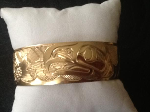 18 Carat Native Eagle chasing Salmon carved 3/4 cuff by Bill Helin