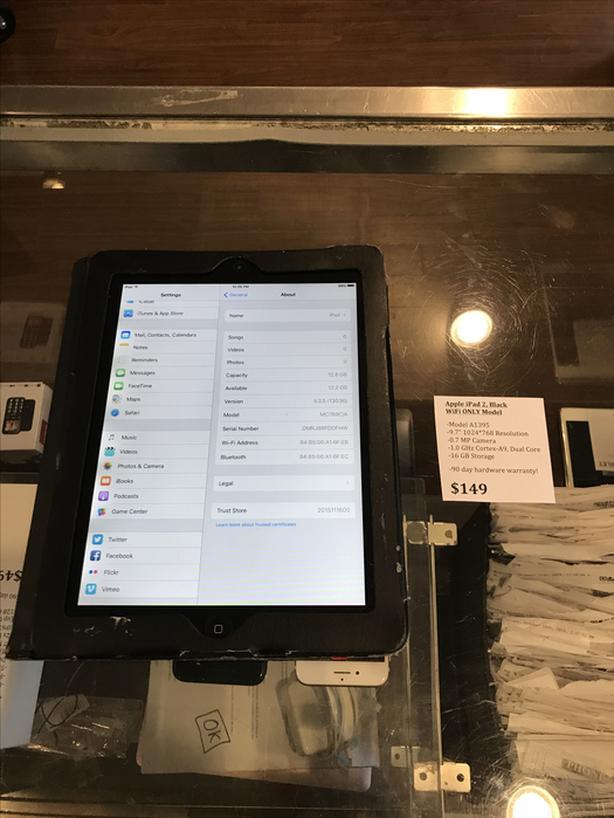 Apple iPad 2 w/ WiFi 16 GB Tablet w/ Warranty!