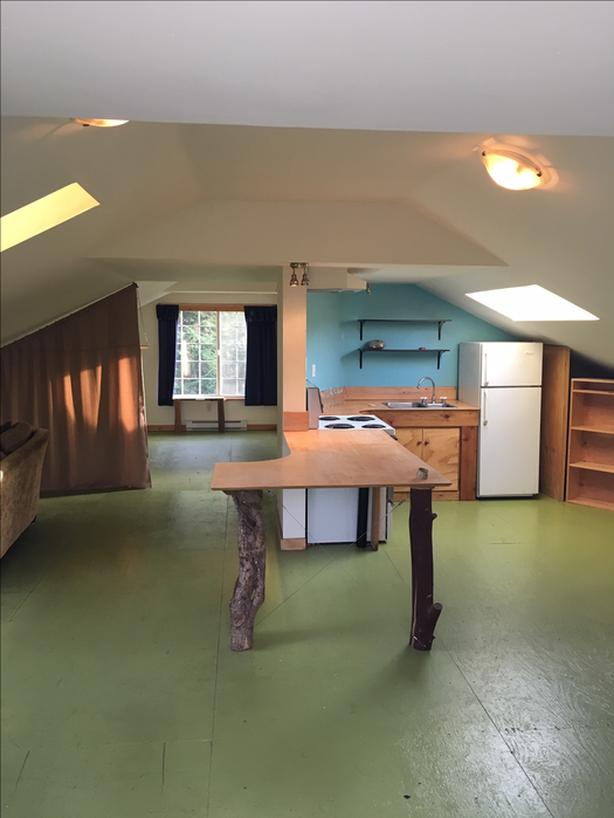 Loft for rent with large gardening opportunity!