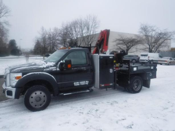 2011 Ford F-550 Flat Deck 6.5 foot with Crane Dually 4WD