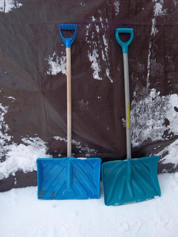 Scraper and scoop snow float