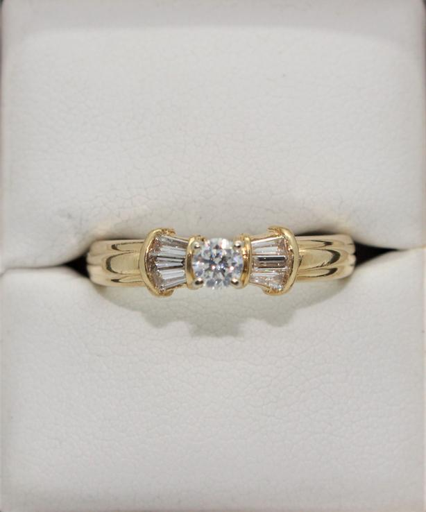 #I-9760 14K Yellow Gold .25 ct Diamond Ring w/ 6 Baguettes and Appraisal