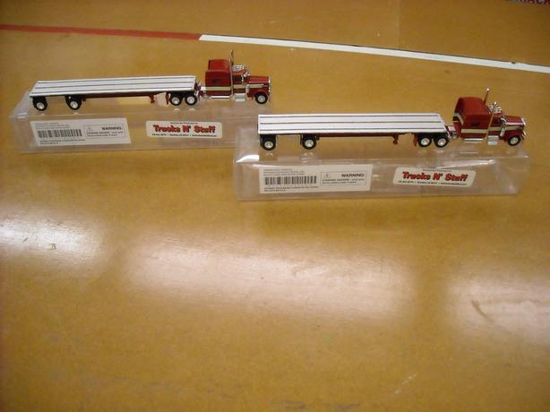 New Trucks N Stuff 18TNS002 HO Peterbilt w/Sleeper