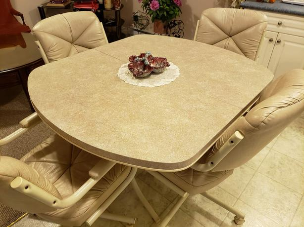 Expandable Kitchen / Dining Table and 4 Leather Chairs with Wheels
