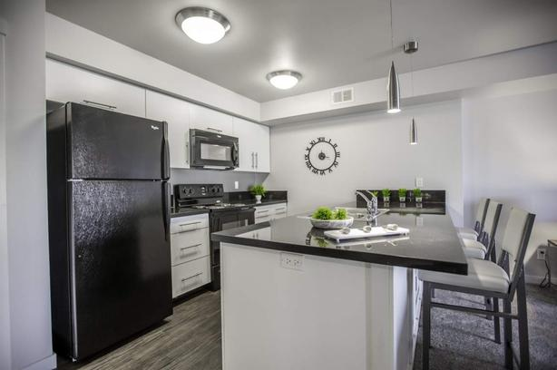 Madison Manor - 2 bedroom Water & Parking Included