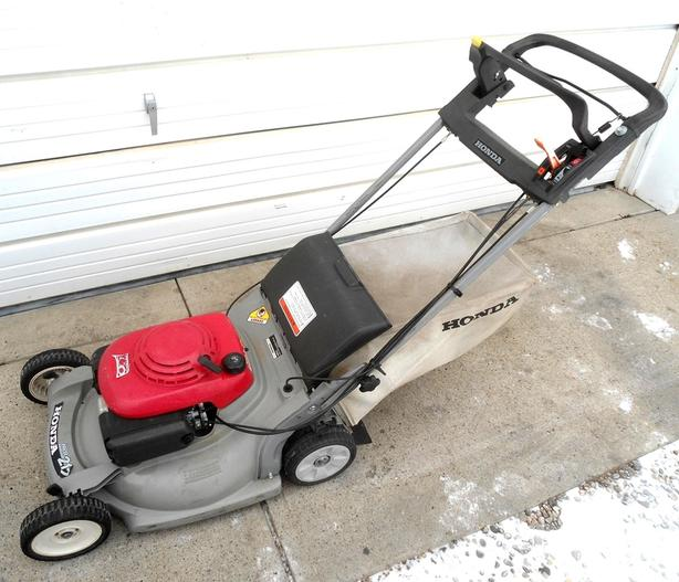HONDA LAWNMOWER HRB 215 SELF PROPELLED