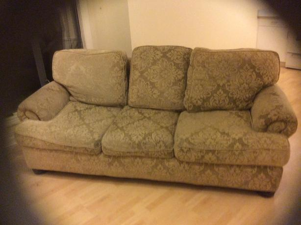 SOFA CLEAN AND COMFORTABLE  this heading)