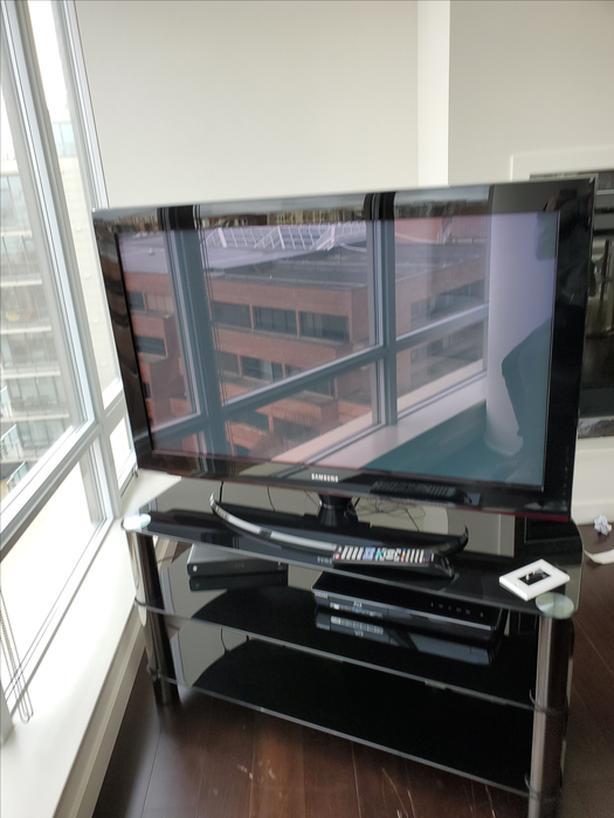 "42"" Samsung TV & TV stand"