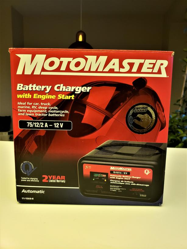 MOTOMASTER BATTERY CHARGER WITH ENGINE START