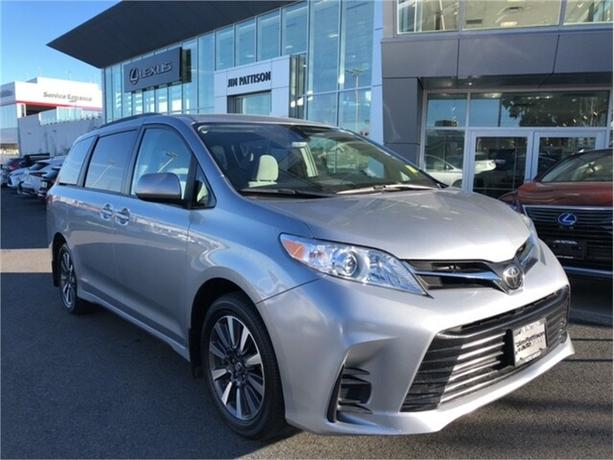 2018 Toyota Sienna LE AWD 7-Passenger No Accidents Local B.C.