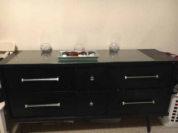 FREE:  Dresser - Pick up only