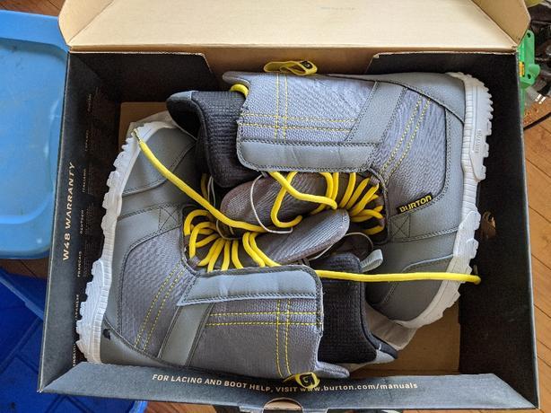 burton invader snowbaord boots