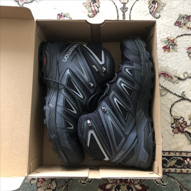 Brand New Salomon XULTRA gore tex boots