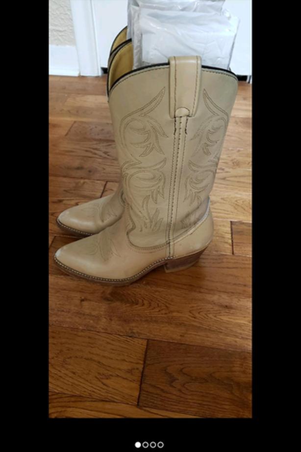 Beautiful ladies' cowboy boots
